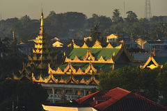 Toit de temple bouddhiste, Myanmar Photos stock