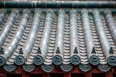 Toit de temple de Jinshan à Zhenjiang, province de Jiangsu et des tuiles vitrées Image libre de droits