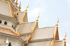 Toit de temple, Wat Sothorn Wararam Worawihan, province de Chachoengsao, Thaïlande Image stock