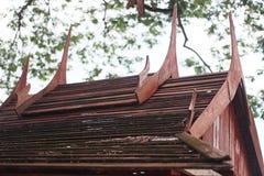 Toit en bois de la Thaïlande Images stock