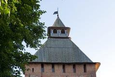 Toit en bois en pente d'une tour de brique du 11ème siècle, SK Image libre de droits