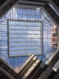 Toit en verre avec le ciel bleu Image libre de droits