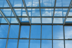 Toit en verre dans le bâtiment Images libres de droits