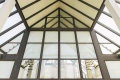 Toit en verre de l'immeuble de bureaux moderne Photo stock