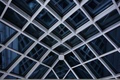 Toit en verre moderne la nuit Photographie stock libre de droits