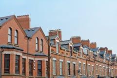 Toit et cheminées à Belfast Photos stock