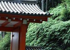 Toit japonais avec le vieux fond traditionnel de tuiles image stock