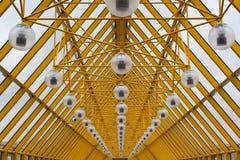 Toit jaune de la passerelle d'Andrew à Moscou Photo libre de droits