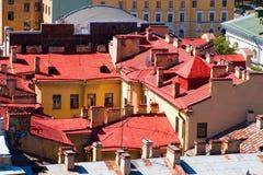 Toit rouge à St Petersburg, l'Europe Photos stock