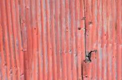 Toit sale et Rusted galvanisé de fer image stock