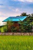 Toit solaire pour la production d'électricité Image stock