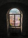 Toits de fenêtre et de ville Image libre de droits