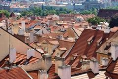 Toits de tuile de la vieille ville Prague Photographie stock