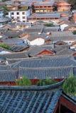 Toits de vieille ville de lijiang, yunnan, porcelaine Image stock