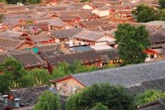 Toits de vieille ville de lijiang, yunnan, porcelaine Image libre de droits