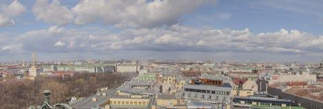 Toits de vue panoramique de St Petersbourg image libre de droits