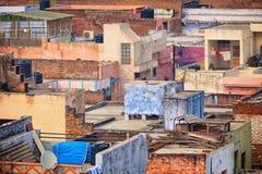 Toits des maisons pauvres Agra, Inde Photo stock
