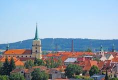 Toits et église de ville au centre historique Photographie stock