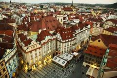 Toits oranges à Prague Photo stock