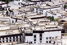 Toits tibétains en ville Shigatze. Images stock