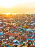 Toits vénitiens au coucher du soleil photos stock