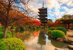 Toji tempel vid natt, Kyoto Japan Royaltyfri Bild