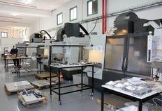 Tokarki i mielenie maszyn cnc zdjęcie stock