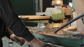 Tokarska maszyna przetwarza metal zbiory