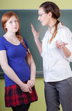 Tokig lärare under grupper Royaltyfria Bilder
