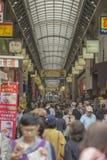 TOKIO - 30 DE MAYO: Calle de las compras de Nakamise en Asakusa, Tokio en 3 Fotografía de archivo libre de regalías