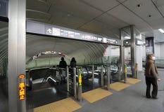TOKIO - 23 DE NOVIEMBRE: Estación de Shibuya el 23 de noviembre de 2013 en Tokio. Imagen de archivo libre de regalías