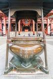 TOKIO 16 DE NOVIEMBRE: Gente apretada en el templo budista Sensoji en Novem Fotografía de archivo libre de regalías