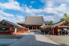 TOKIO 16 DE NOVIEMBRE: Gente apretada en el templo budista Sensoji en Novem Imagen de archivo