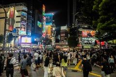 Tokio en la noche imagenes de archivo