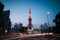 Tokio Góruje widok podczas zmierzchu z światła ruchu śladem zdjęcia stock
