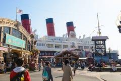 Tokio, Japón - 2 de abril de 2015: Paisaje del mar de Tokio Disney Imagen de archivo