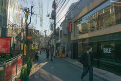 Tokio, Japón - 26 de enero de 2016: Plaza de Omotesando Tokyu en el distrito Tokio, Japón de Harajuku Fotos de archivo libres de regalías