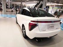 Tokio, Japón - 2 de julio de 2018: Toyota Mirai es un vehículo híbrido de la pila de combustible del hidrógeno exhibido en el cen fotos de archivo