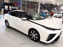 Tokio, Japón - 2 de julio de 2018: Toyota Mirai es un vehículo híbrido de la pila de combustible del hidrógeno exhibido en la exp fotos de archivo
