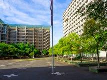 TOKIO, JAPÓN 28 DE JUNIO - 2017: Edificios hermosos en Tokio, Japón, uno del distrito financiero más grande de Japón Fotografía de archivo libre de regalías