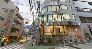TOKIO, JAPÓN - 1 DE JUNIO DE 2016: Edificios de la ciudad en el distrito de Shibuya Fotos de archivo