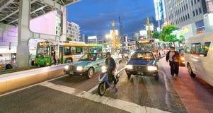 TOKIO, JAPÓN - 1 DE JUNIO DE 2016: Edificios y tráfico en Shibuya T Fotos de archivo libres de regalías