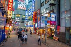 TOKIO, JAPÓN 28 DE JUNIO - 2017: La muchedumbre de gente en calle de las compras cerca de Shibuya, es una del ` s de Tokio más co Imagen de archivo libre de regalías