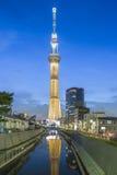 TOKIO, JAPÓN - 25 DE MAYO DE 2013: La Tokio Skytree es un nuevo televisi Imagen de archivo libre de regalías