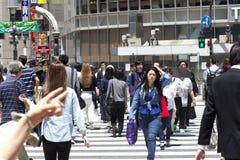 TOKIO, JAPÓN - 18 de mayo de 2016: Shibuya, él ` s el distrito de las compras que rodea el ferrocarril de Shibuya Esta área se co Imagenes de archivo