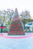 TOKIO, JAPÓN - 18 DE NOVIEMBRE DE 2016: árbol de navidad en Roppongi H Foto de archivo libre de regalías