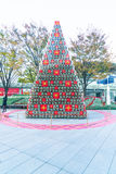 TOKIO, JAPÓN - 18 DE NOVIEMBRE DE 2016: árbol de navidad en Roppongi H Fotografía de archivo