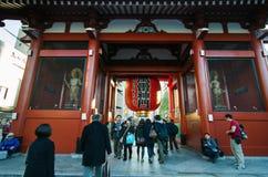 Tokio, Japón - 21 de noviembre de 2013: El templo budista Senso-ji Fotografía de archivo libre de regalías