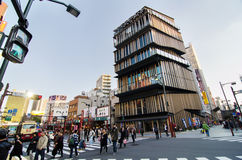 Tokio, Japón - 21 de noviembre de 2013: Turistas no identificados alrededor del centro turístico de la cultura de Asakusa Fotografía de archivo libre de regalías