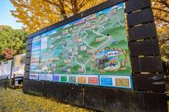 Tokio, Japón - 18 de noviembre de 2016: Mapa del soporte Takao Soporte TA foto de archivo libre de regalías